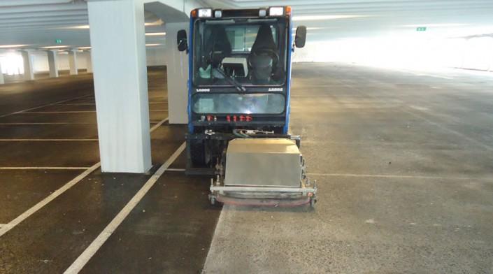 Schiphol: vloerenreiniging verf verwijderen